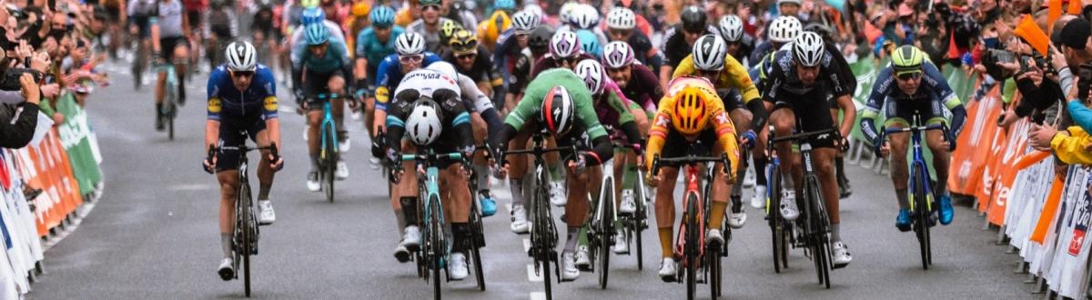 Tretiu etapu rozhodla cieľová fotografia, vyhral Kristoffer Halvorsen, Peter Sagan bol tretí a stal sa novým lídrom