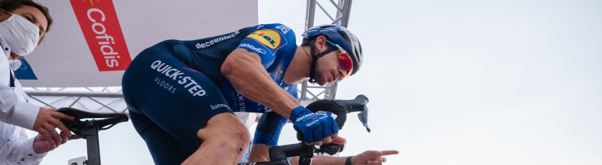 Po krátkom prológu je lídrom pretekov Kaden Groves z BikeExchange, Peter Sagan skončil desiaty