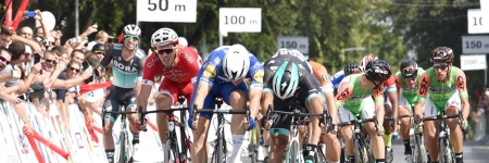 Jakobsen wons the final stage, Alaphilippe kept his yellow jersey